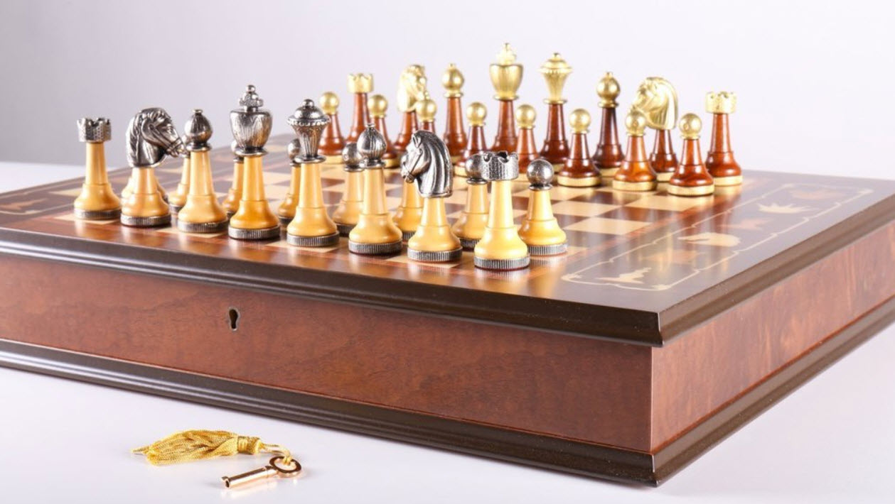 Florentine Di Scacchi Antique Chess Set
