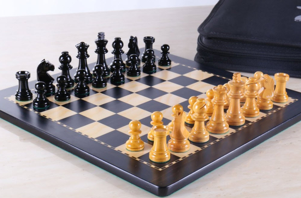 Magnetic Travel Chess Set in Black and Boxwood